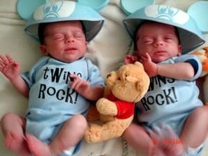 Twins_rock